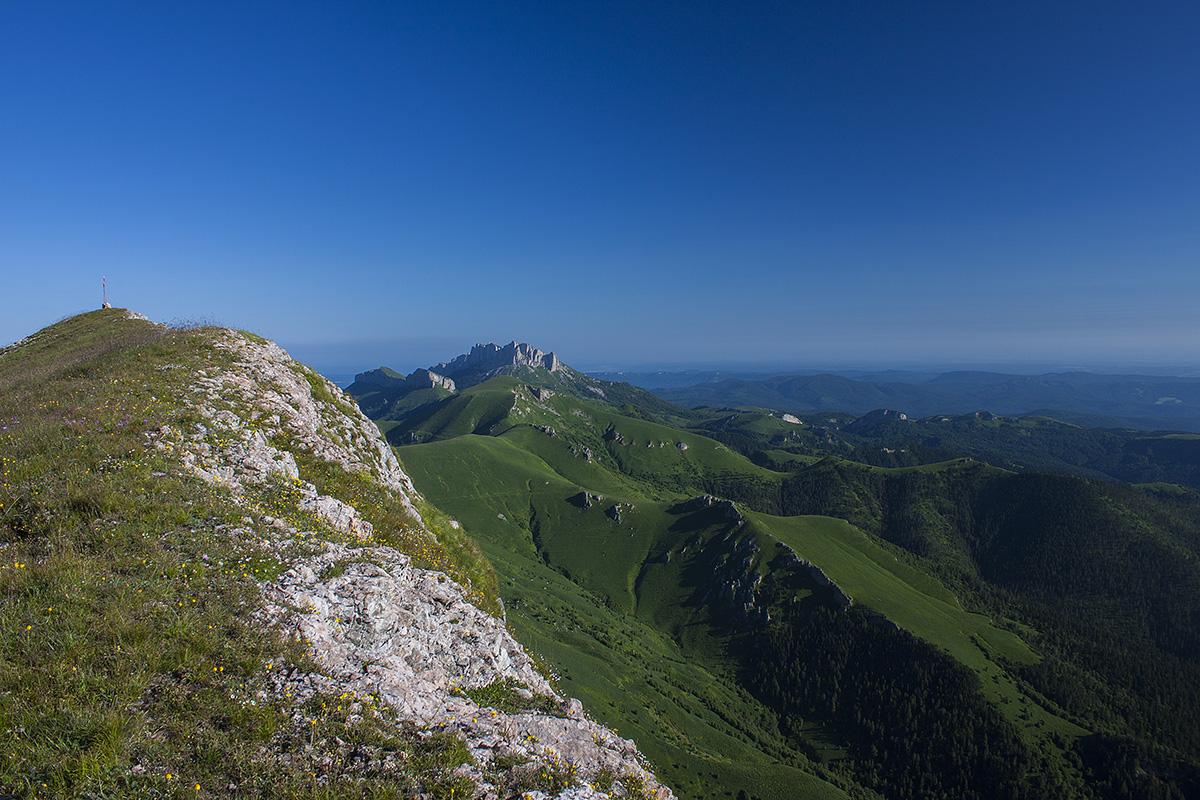 Вид на гору Большой Тхач с Ачешбока.