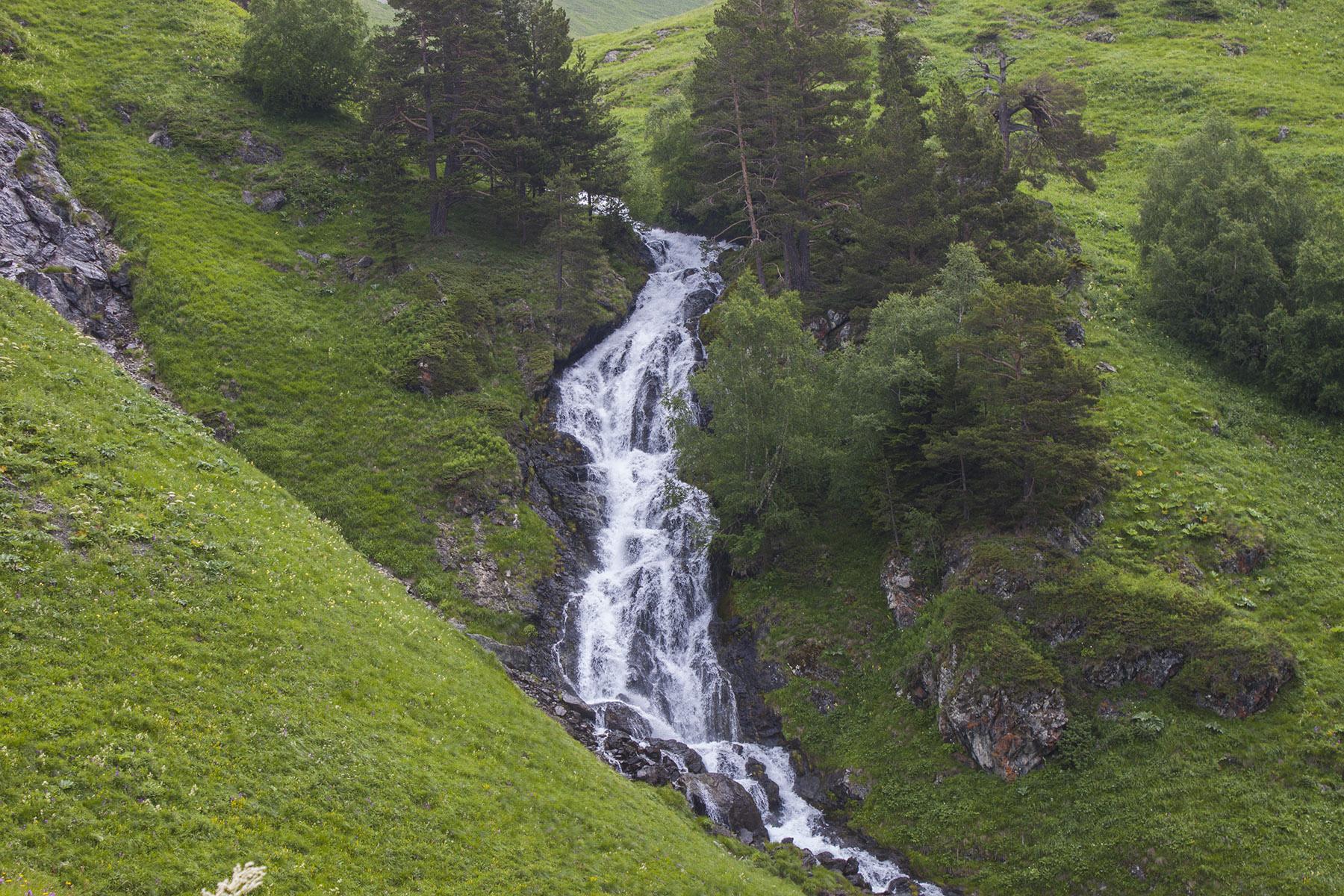 Водопад на реке Загеданка.