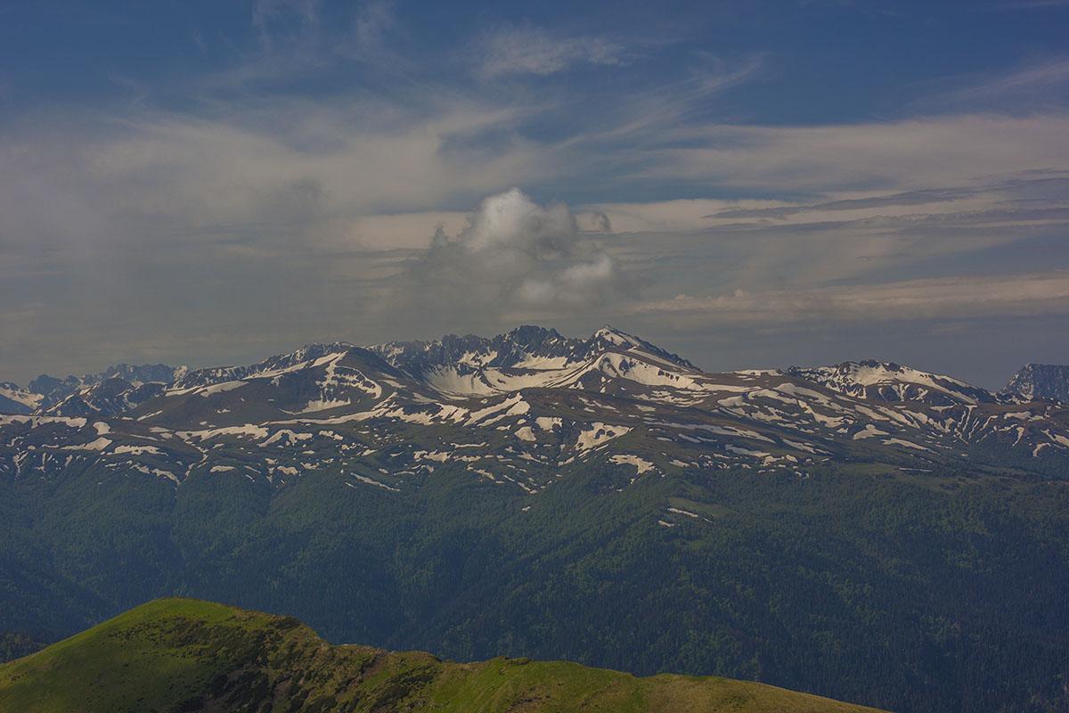 Бамбак и Джугу с горы Большой Тхач