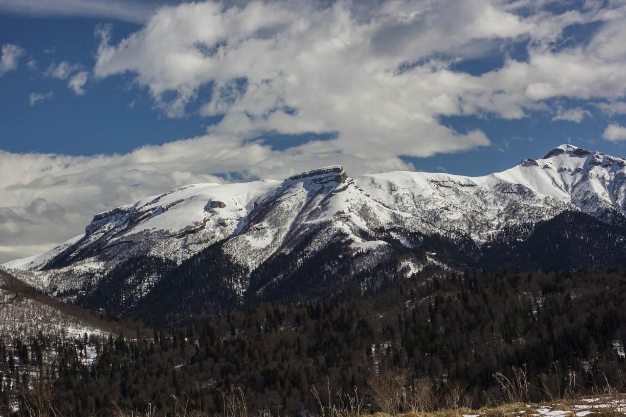 Вид на гору сундуки с Бароновых полян.