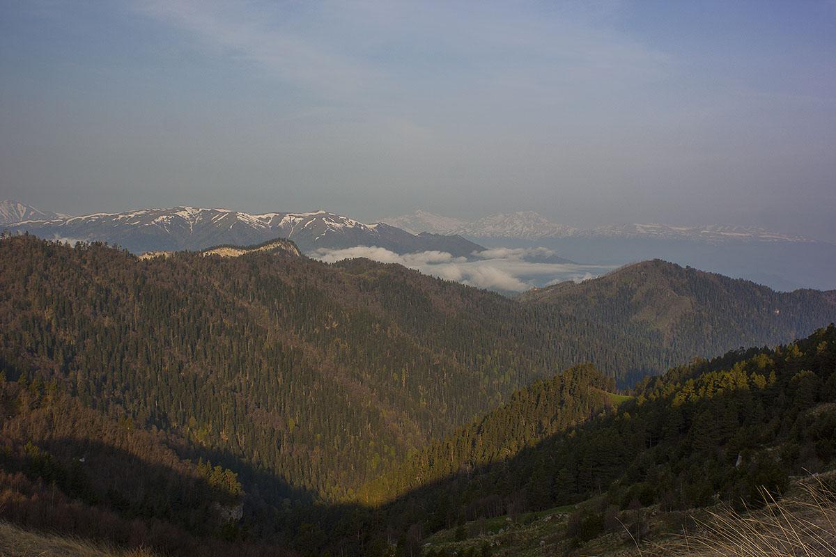 ВИдс горы Большой Тхач на горы Фишт и Оштен