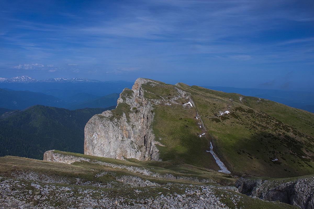 обрывы горы Большой Тхач