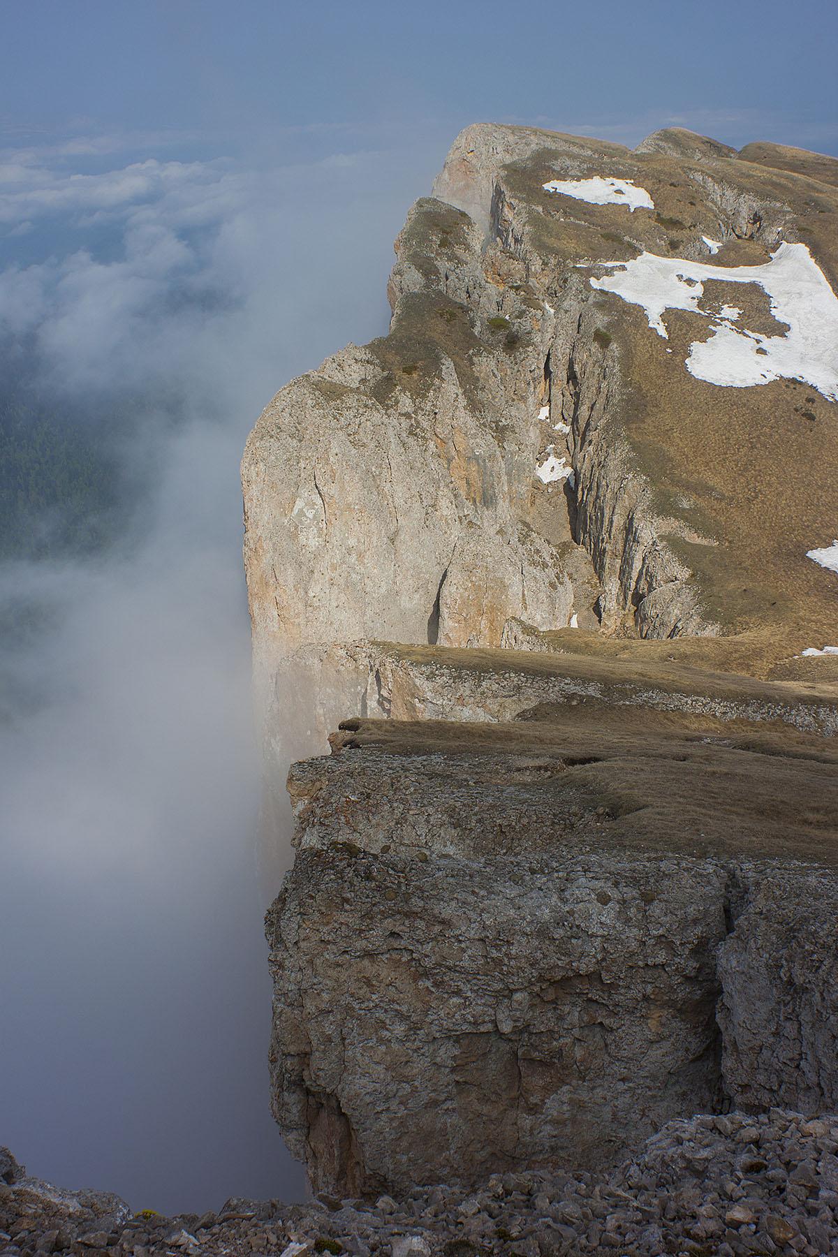 Стены горы Большой Тхач
