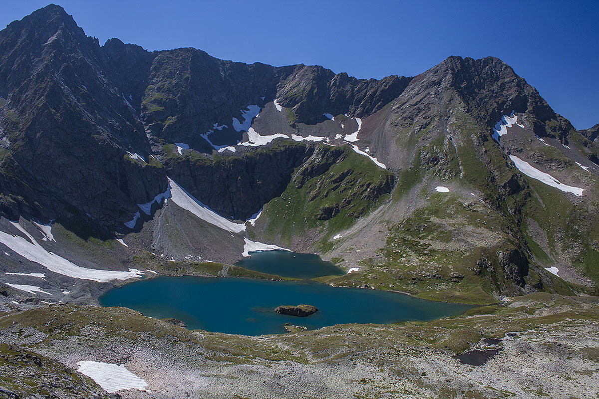 озеро Безмолвия гора Имеретинский Шпиль и гора Туманная