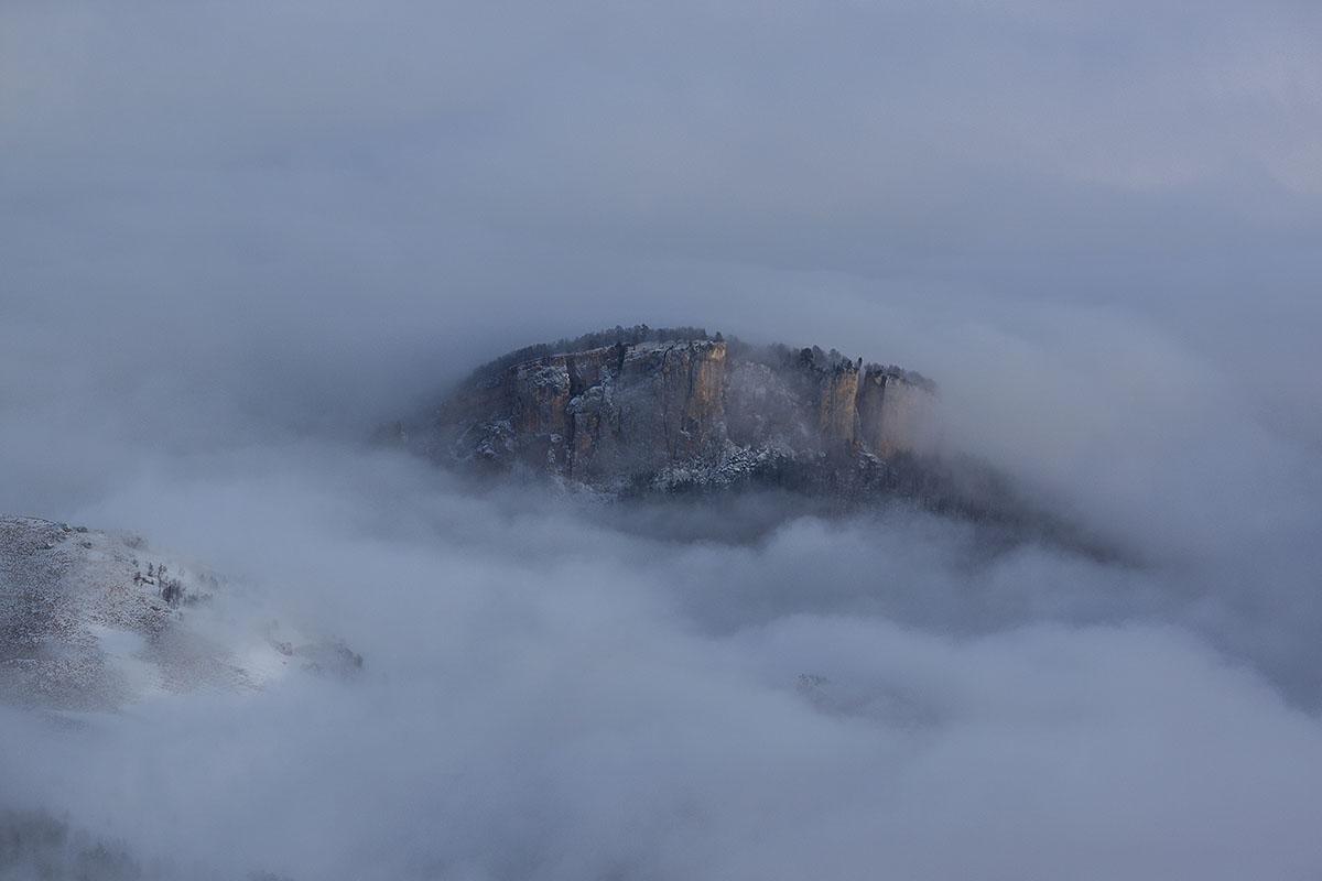 Скала крепость