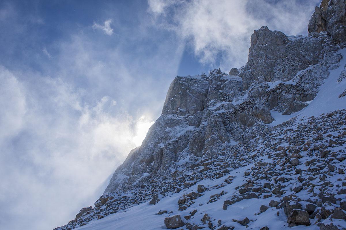 скалам горы Западный Ачешбок