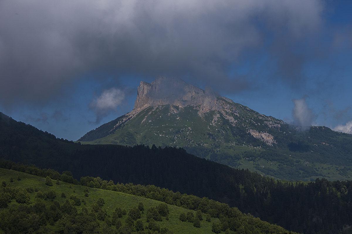 скалы горы Большой Тхач