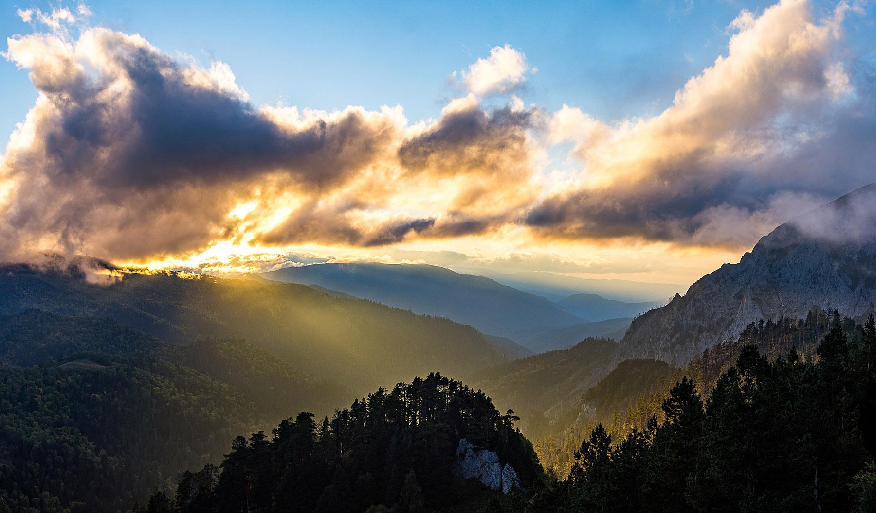 Долина реки Шиша в закатных лучах.
