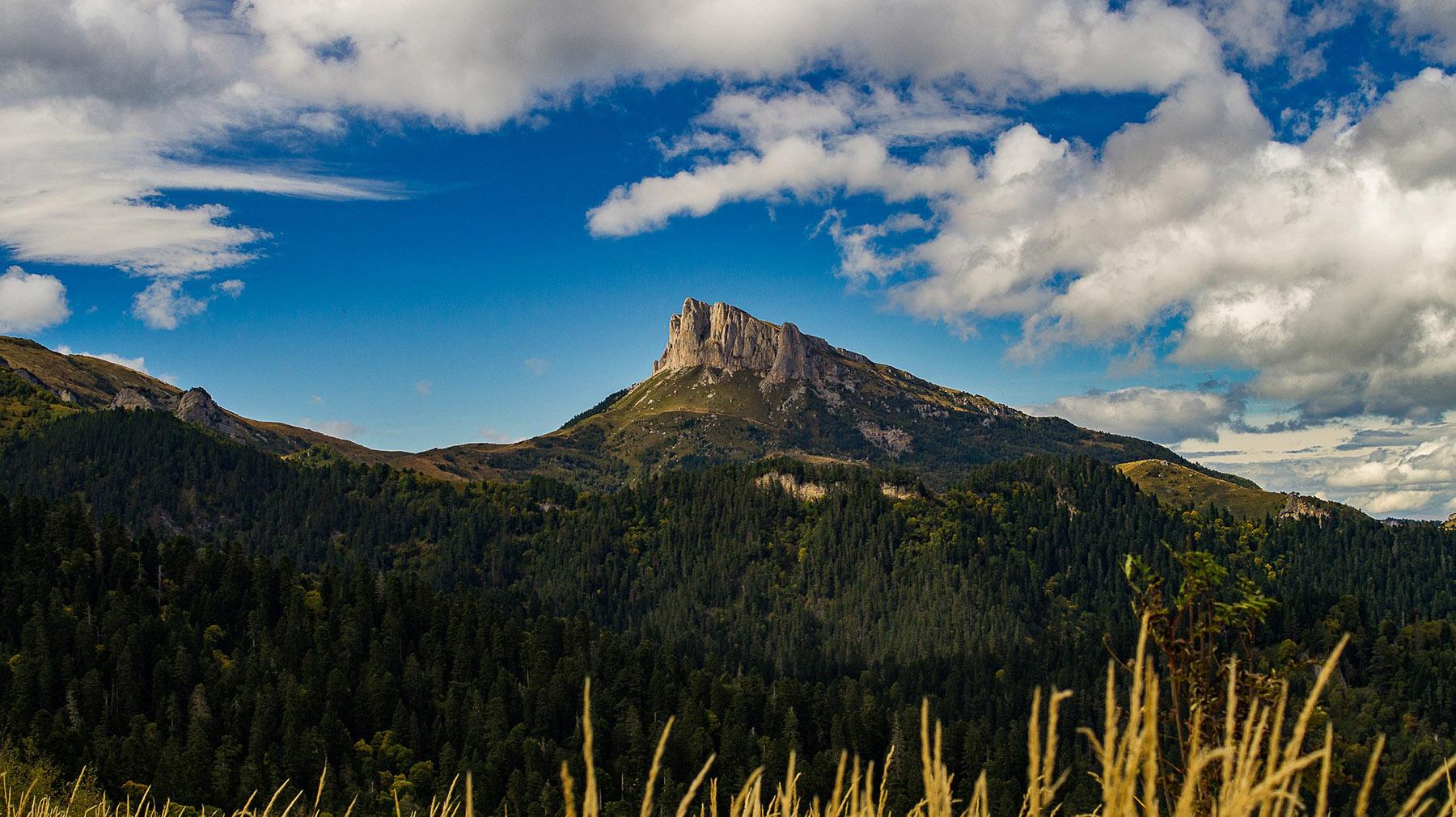 Последние взгляды на не гостеприимную гору Большой Тхач.